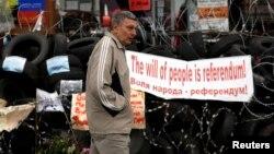 Призывы к референдуму на баррикадах в Донецке
