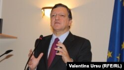 European Commission President Jose Manuel Barroso speaks to parliament in Chisinau on November 30.
