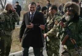 Эвальд Стадлер в окружении сепаратистов в Донецке