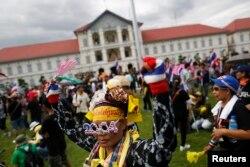 Демонстранты прорываются в здание Генштаба армии Таиланд
