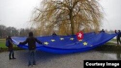 Steagul uriaş cusut de Maria
