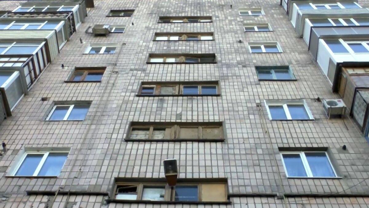 Минрегион жителям многоэтажных домов: во время карантина не ездите лифтом, ходите по лестнице пешком