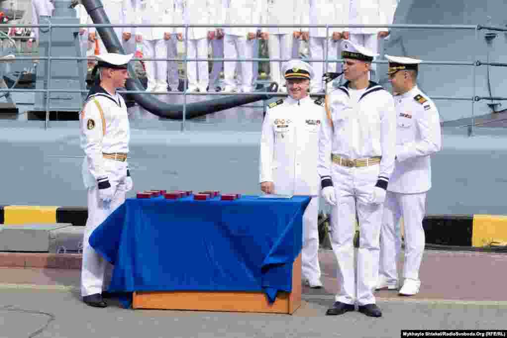 Нагороди морякам до Дня ВМСУ та почесна варта
