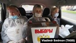 Члены избирательной комиссии на губернаторских выборах в Костроме, 2020 г.