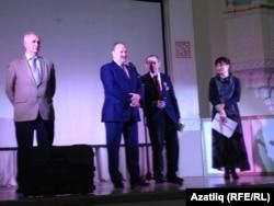 Сәхнәдә Ринат Мөхәммәдиев (с), Равил Әхмәтшин, Әхтәмҗан Абдулхан, Татьяна Малышева