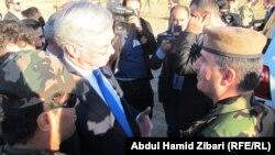وزير الدفاع البريطاني يزور معسكرا للبيشمركه