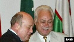Türkmenistanly general-leýtenant Ilýa Weljanow we Russiýanyň premýer-ministri Mihaýil Fratkow. Tbilisi, Gürjüstan. 3-nji iýun, 2006 ý.