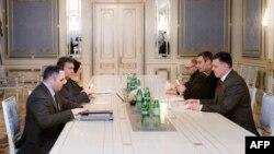 Під час переговорів 27 січня 2014 року, фото прес-служби президента