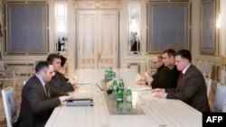 Украина президентининг мухолифат лидерлари билан учрашуви, Киев, 2013 йилнинг 27 январи.