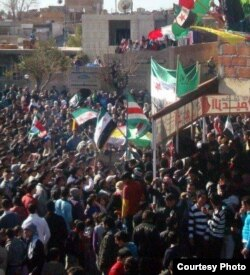 Siriýadaky protestlerde Çeçen Respublikasy Içkeriýanyň baýdagy hem galgadyldy.