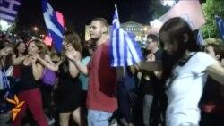 Грците го прославуваа исходот од референдумот