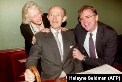 Алжер Хисс с супругой Изабель и сыном Тони, 1992 год