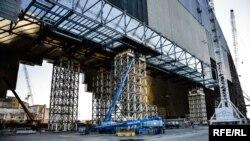 Чернобылдагы атомдук реакторду туюктоо иштери дагыле уланууда.