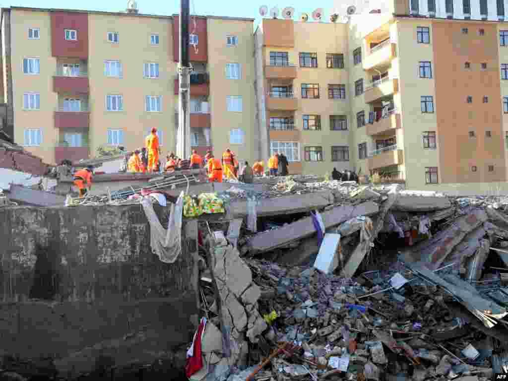 Istočna Turska, 24.10.2011. Foto: AFP / Adem Altan