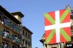 Баскский флаг на мэрии Памплоны