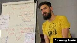 Блажен Малески – Претседател на Националниот младински совет на Македонија и истражувач во Реактор – Истражување во акција.