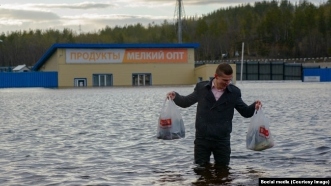 Затопленный магазин в поселке Роста