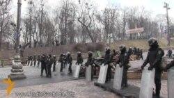 Міліція на Грушевського каже, що пропускає цивільних без посвідчень