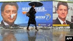 Предизборни плакати на кандидатите Ѓорѓе Иванов и Љубомир Фрчкоски