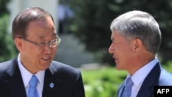Kyrgyz President Almazbek Atambaev (right) and UN Secretary-General Ban Ki-moon in Bishkek on June 11.