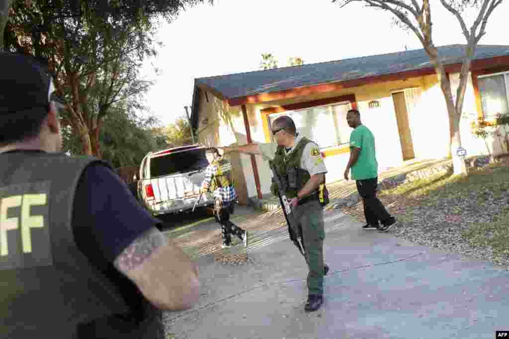 Полицейские округа Сан-Бернардино задержали как минимум 1 человека по подозрению в пособничестве убийцам. 2 декабря