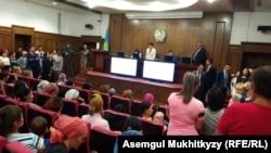 Вице-министр труда и социальной защиты населения Казахстана Светлана Жакупова выступает на встрече с многодетными матерями. Нур-Султан, 4 июня 2019 года.