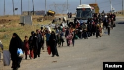 Люди залишають Мосул під час боїв іракської армії і бойовиків, 17 травня 2017 року