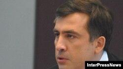 Президент Саакашвили внес поправки в свой фирменный стиль