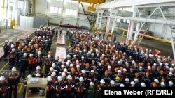 Митинг, посвященный дню охраны здоровья и безопасности труда на производстве. Темиртау, 25 апреля 2013 года
