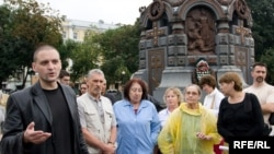 Cofounder Sergei Udaltsov (left) near the presidential administration building in Moscow in August 2009