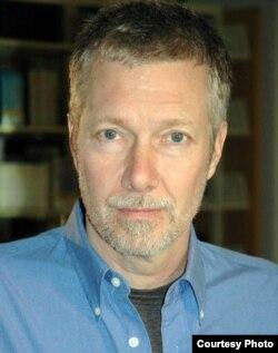 Профессор Кевин Бейлс.