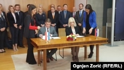 Ministri Butković i Mihajlović potpisuju memorandum