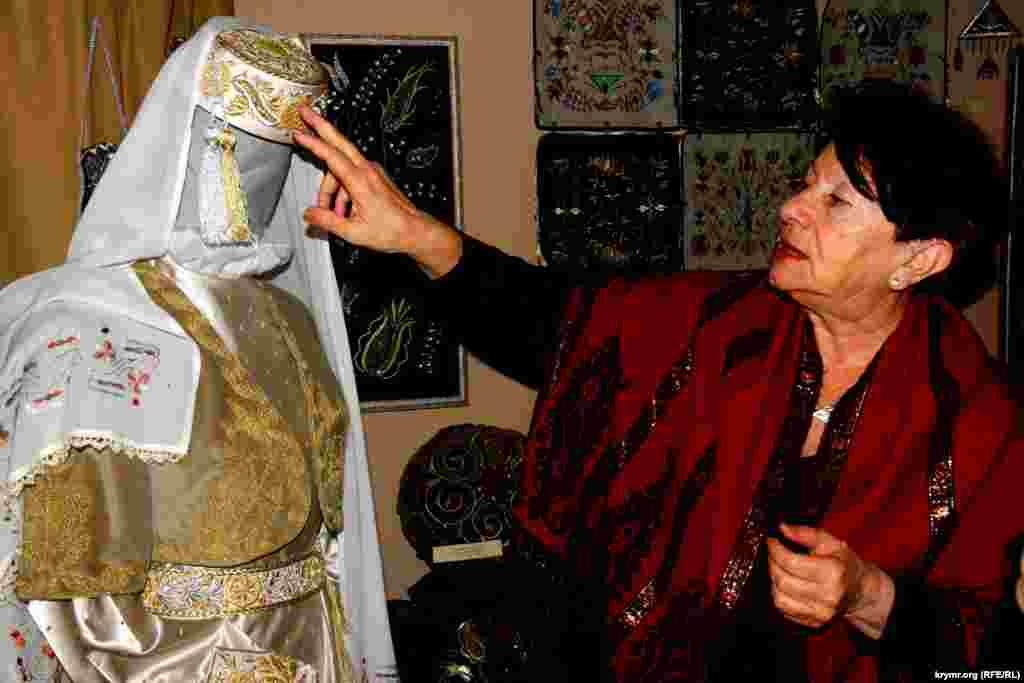 Организаторы выставки подчеркивают, что главная цель такого рода экспозиций и курсов по вышивке –возрождение крымскотатарской культуры в быту.