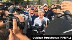 Алмазбек Атамбаев в своем доме в селе Кой-Таш. 27 июня 2019 года.