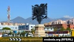 """""""Shqiponja"""" në hyrje të Tiranës"""