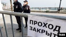 «Извините, мы закрыты». Крым и карантин – в объявлениях (фотогалерея)