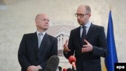 Глава МИД Великобритании Уильям Хейг и премьер-министр Украины Арсений Яценюк