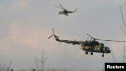 Українські вертольоти поруч з Краматорськом, Донецька область, 15 квітня 2014 року
