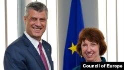 Hashim Thaçi dhe Catherine Ashton me ndërmjetësimin e së cilës u realizua takimi Thaçi-Daçiq. Bruksel 19 tetor 2012.