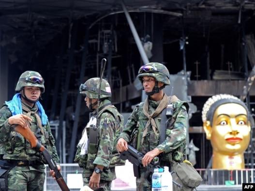 Thai soldiers stand guard in front of Thailand's biggest shopping mall in Bangkok.