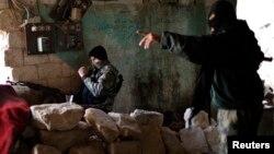 Սիրիացի ապստամբներ` իսլամիստական «Ջաբհաթ ալ-Նուսրա» խմբավորման զինյալները Հալեպում մարտական գործողությունների ժամանակ, արխիվ