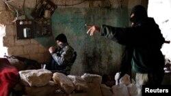 Сирия көтерілісшілері. Алеппо, 24 желтоқсан 2012 жыл. (Көрнекі сурет)