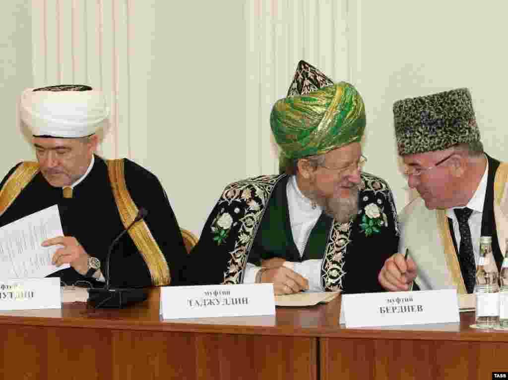 Русиядәге төп мөселман үзәкләре берләшү ниятен белдерде.