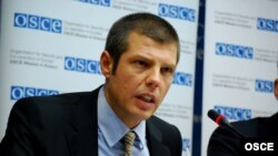 Косоводаги ЕХҲТ миссияси сўзловчиси Никола Гаон.