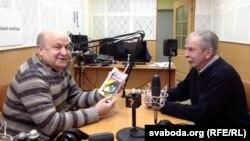 Подпіс: Вячаслаў Ракіцкі і Зьміцер Падбярэскі ў студыі Радыё Свабода
