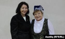 Динә Морзакаева (с) һәм Люция Вафина