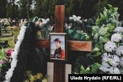Аляксандра Раманава пахавалі на новых могілках, побач са Стоўпцамі. На магіле пакуль няма помніка.