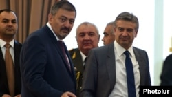 Armenia - Prime Minister Karen Karapetian (R) and Deputy Prime Minister Vache Gabrielian are pictured during a ceremony at the presidential palace in Yerevan, 20Sep2016.