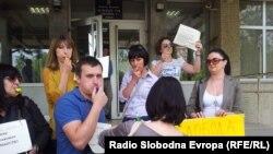Protestë e gazetarëve maqedonas kundër arrestimit të kolegut të tyre