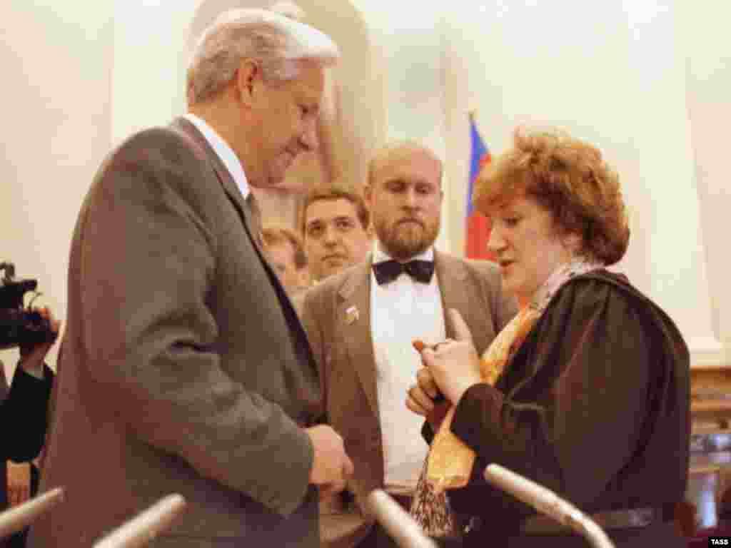 Депутат Государственной Думы Галина Старовойтова с Борисом Ельциным, 1991 год